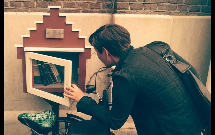 Ein Blick in den Bücherschrein.